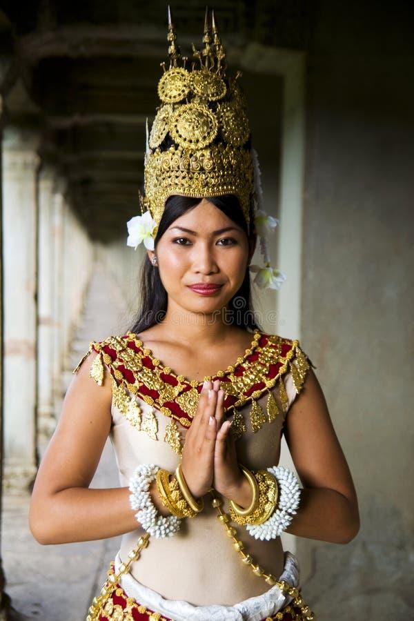 Γηγενής καμποτζιανός θηλυκός χαιρετισμός χορευτών στοκ φωτογραφία