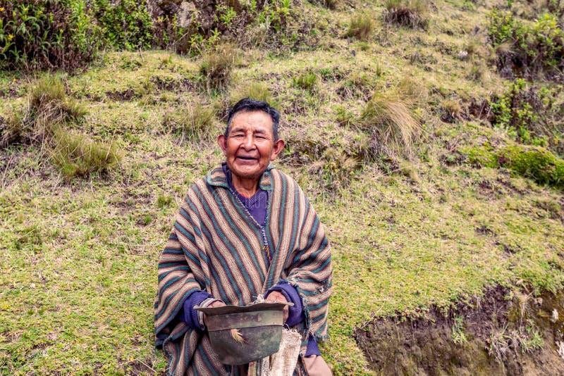 Γηγενής χωρικός που χαμογελά στη κάμερα, Ισημερινός στοκ φωτογραφίες με δικαίωμα ελεύθερης χρήσης