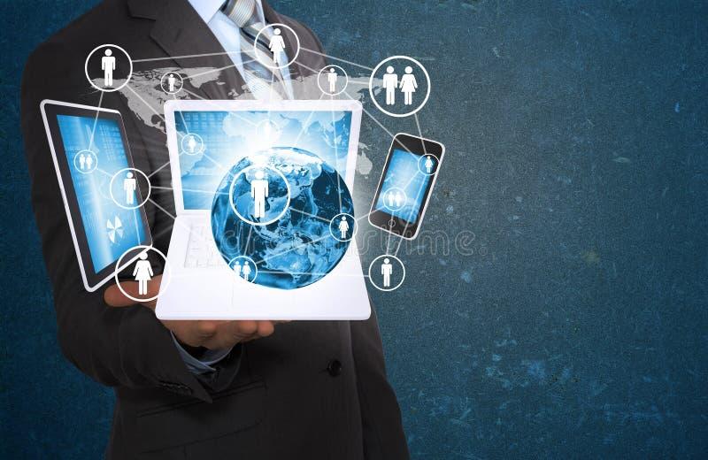 Γη και ηλεκτρονική εκμετάλλευσης επιχειρηματιών στοκ εικόνα