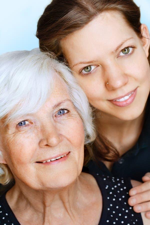 γιαγιά εγγονών στοκ φωτογραφίες με δικαίωμα ελεύθερης χρήσης