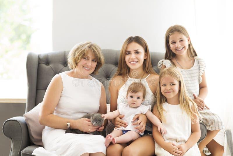 Γιαγιά και εγγονές στοκ εικόνες