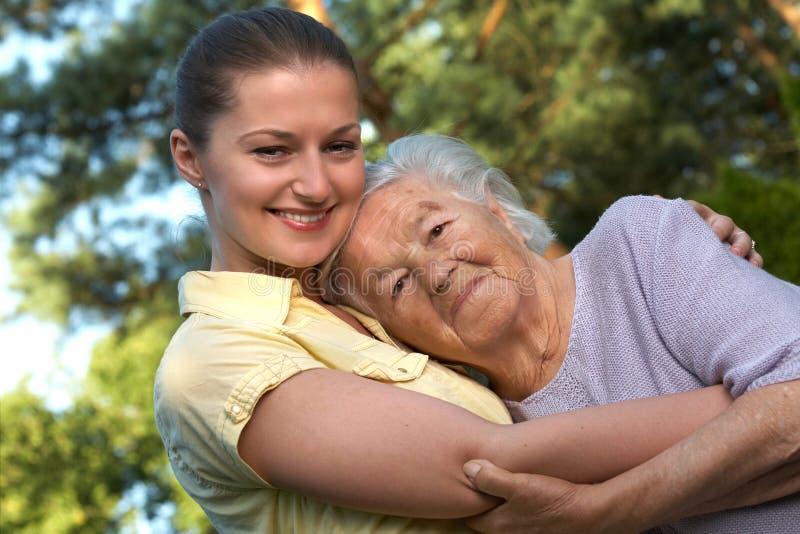 Γιαγιά και εγγονή στοκ εικόνα