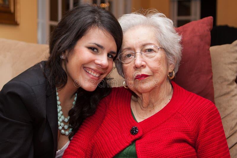 Γιαγιά και εγγονή στοκ φωτογραφία