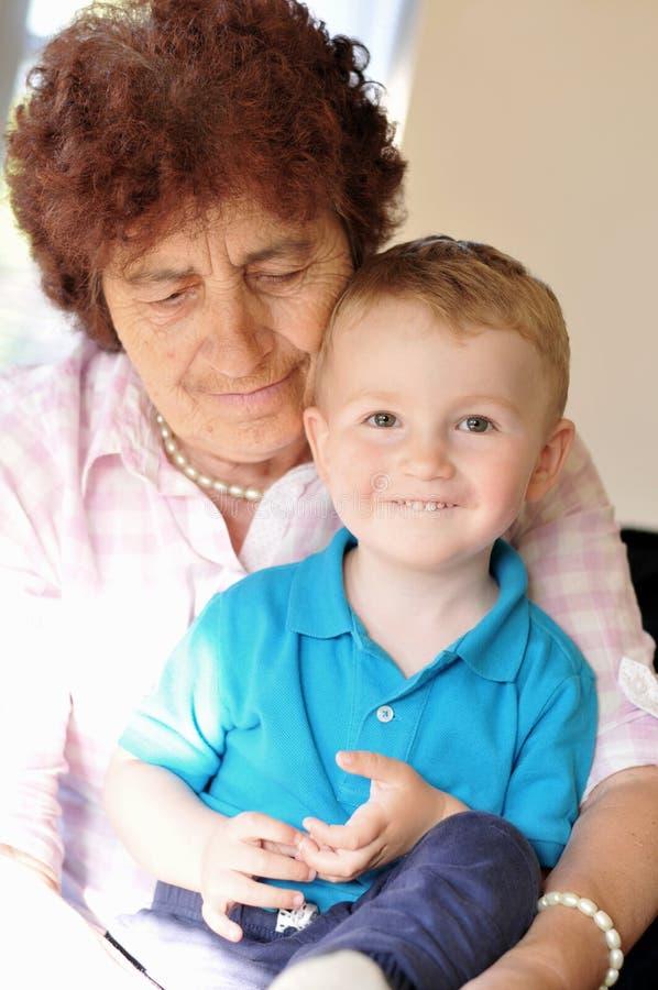 Γιαγιά και εγγονός στοκ φωτογραφίες με δικαίωμα ελεύθερης χρήσης