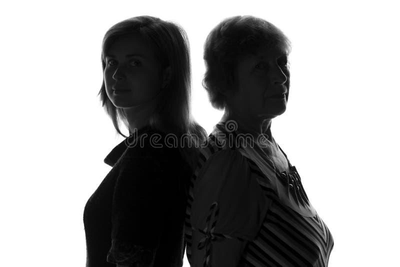 Γιαγιά με την εγγονή της, διαφορετικές γενεές στοκ φωτογραφία με δικαίωμα ελεύθερης χρήσης