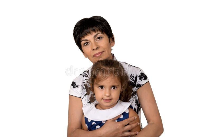 Γιαγιά με το εγγόνι - ανώτερη γυναίκα που κρατά το granddaug της στοκ εικόνα