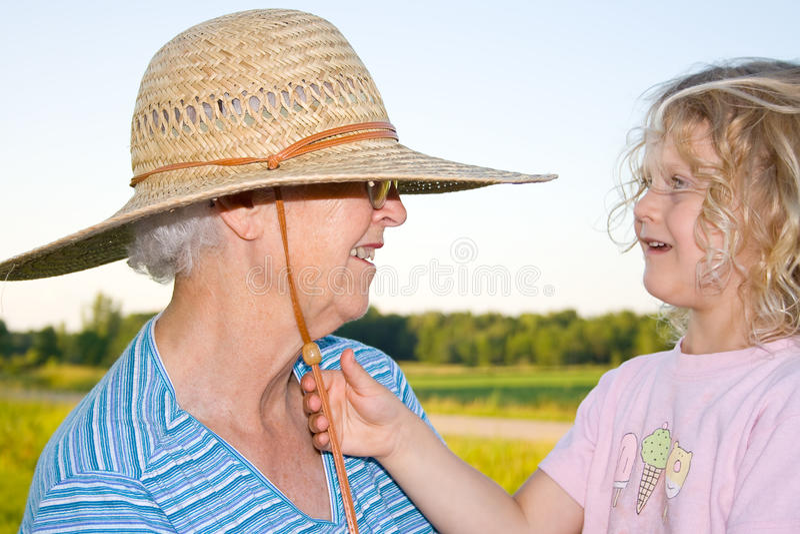 γιαγιά παιδιών στοκ εικόνα με δικαίωμα ελεύθερης χρήσης