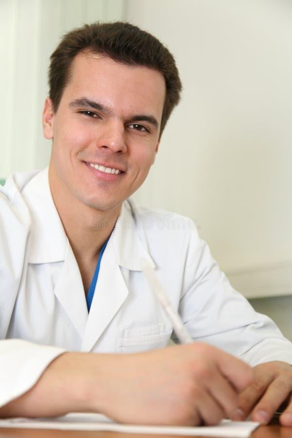 Download γιατρός έτοιμος να γράψει στοκ εικόνες. εικόνα από κλινική - 2229176
