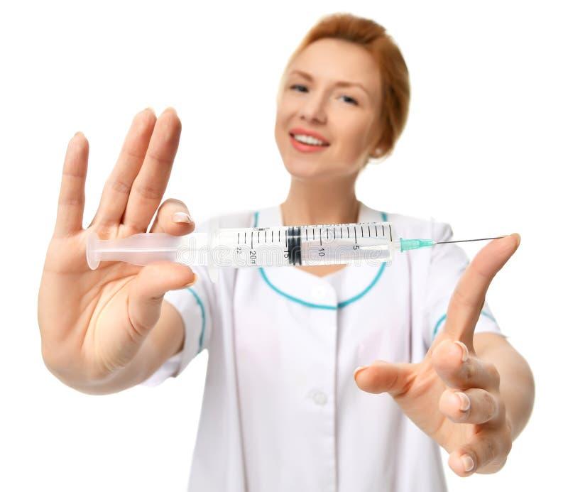 Γιατρός ή νοσοκόμα με τη μεγάλη βελόνα συρίγγων για την έννοια εμβολιασμού εγχύσεων γρίπης στοκ φωτογραφία με δικαίωμα ελεύθερης χρήσης