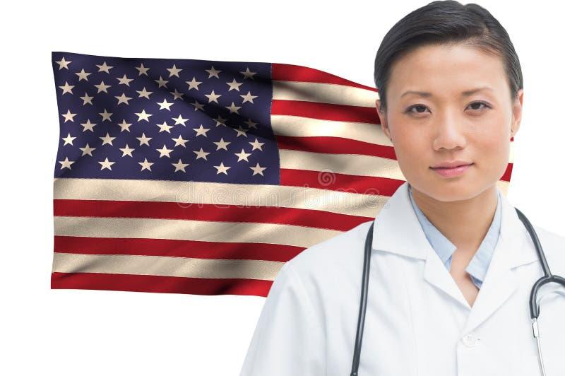 Γιατρός ενάντια στη αμερικανική σημαία στοκ φωτογραφίες με δικαίωμα ελεύθερης χρήσης
