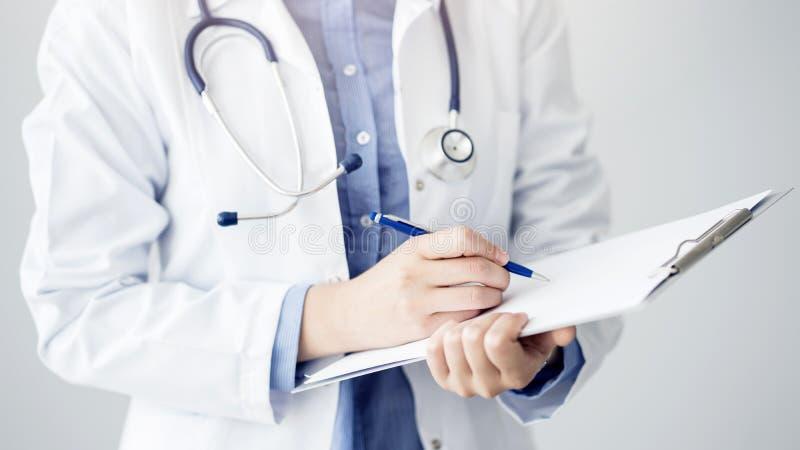 Γιατρός ιατρικός και έννοια υγειονομικής περίθαλψης στοκ φωτογραφία με δικαίωμα ελεύθερης χρήσης