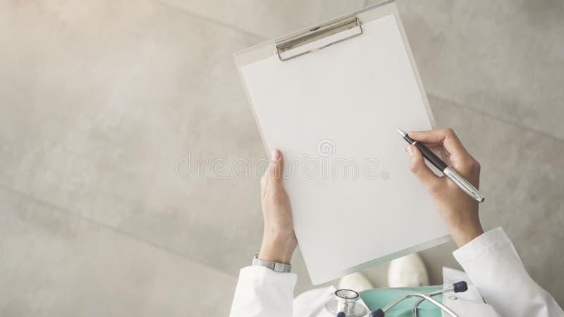 Γιατρός ιατρικός και έννοια υγειονομικής περίθαλψης στοκ εικόνες με δικαίωμα ελεύθερης χρήσης
