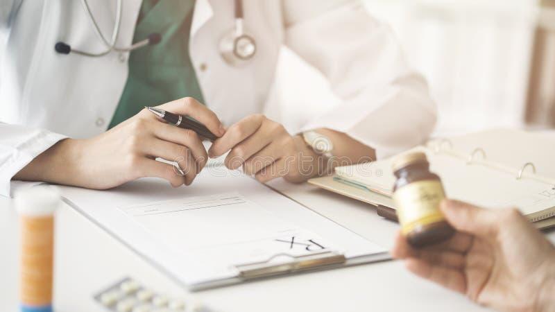 Γιατρός ιατρικός και έννοια υγειονομικής περίθαλψης στοκ φωτογραφίες