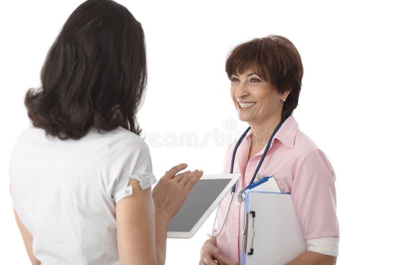 Γιατρός και βοηθός στοκ φωτογραφίες