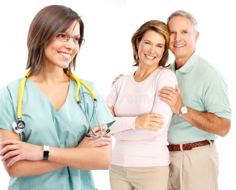 Γιατρός και ηλικιωμένο ζεύγος στοκ φωτογραφίες με δικαίωμα ελεύθερης χρήσης
