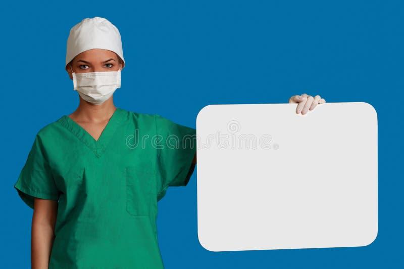 Γιατρός με ένα κενό χαρτόνι στοκ φωτογραφία με δικαίωμα ελεύθερης χρήσης