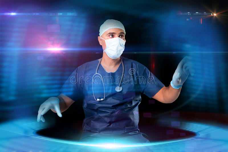 Γιατρός με τις οθόνες στοκ εικόνες με δικαίωμα ελεύθερης χρήσης