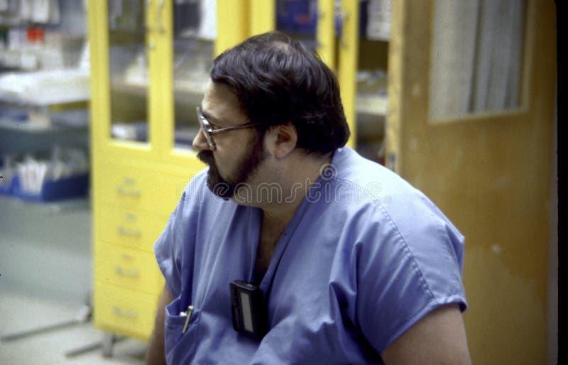 Γιατρός νοσοκομείων που παίρνει ένα σπάσιμο στο νοσοκομείο σε Cheverly, Μέρυλαντ στοκ φωτογραφία με δικαίωμα ελεύθερης χρήσης