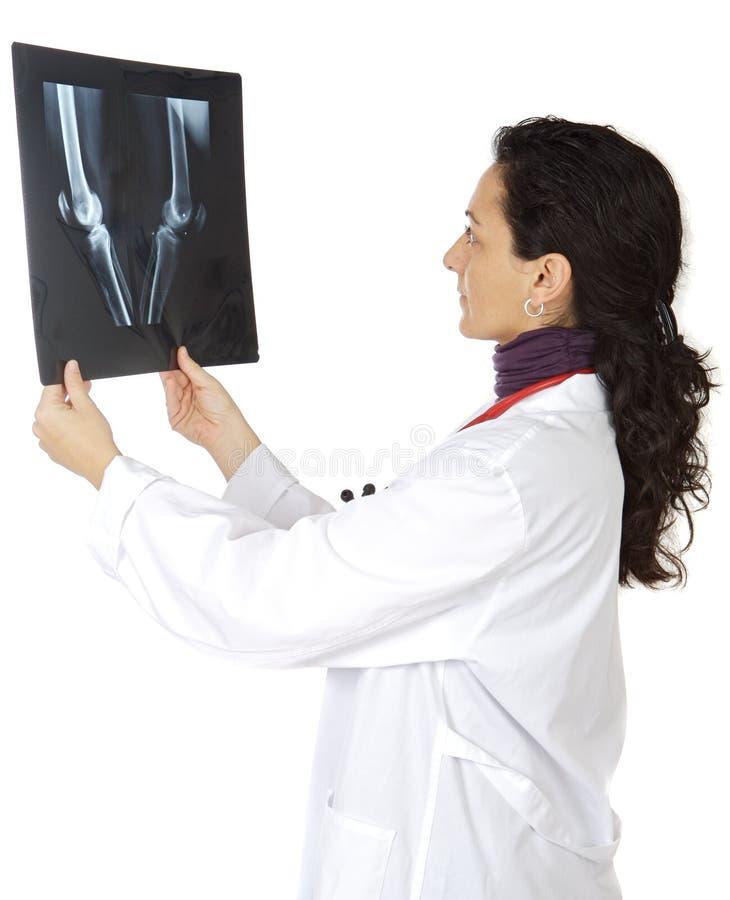 γιατρός που εξετάζει το &r στοκ εικόνα