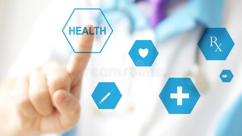 Γιατρός που πιέζει το εικονικό κουμπί στην οθόνη επαφής Έννοια της σύγχρονης υγειονομικής περίθαλψης στοκ εικόνα με δικαίωμα ελεύθερης χρήσης
