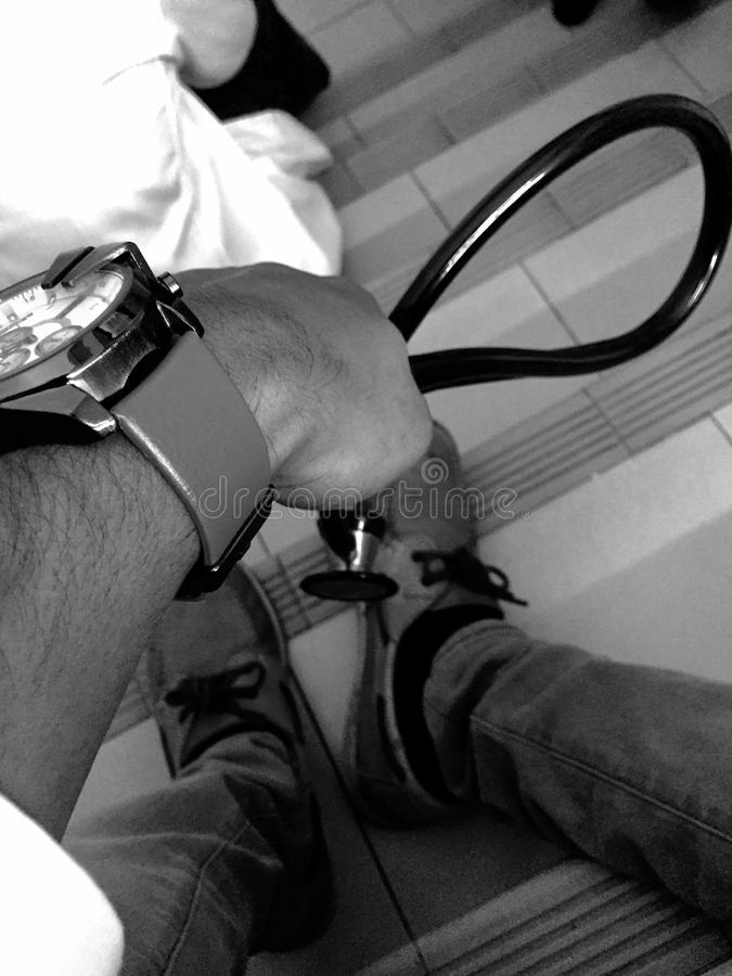Γιατρός στην πίεση στοκ φωτογραφίες με δικαίωμα ελεύθερης χρήσης
