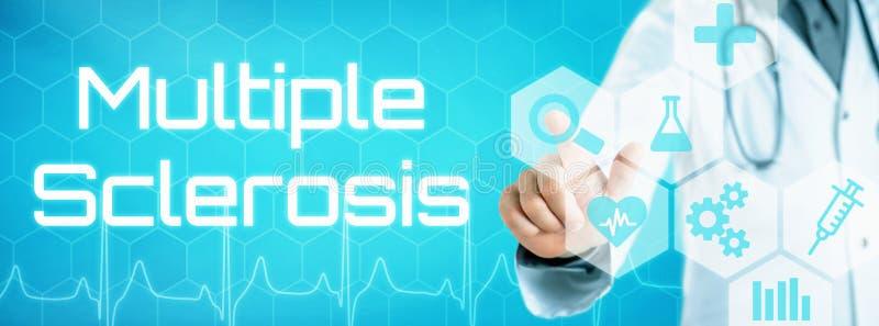 Γιατρός σχετικά με ένα εικονίδιο σε μια φουτουριστική διεπαφή - σκλήρυνση κατά πλάκας στοκ φωτογραφίες με δικαίωμα ελεύθερης χρήσης