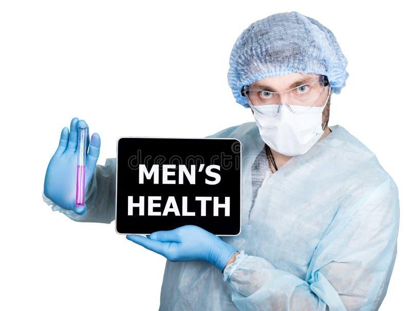 Γιατρός χειρουργικό σε ομοιόμορφο, κρατώντας το σωλήνα δοκιμής και το ψηφιακό PC ταμπλετών με man& x27 σημάδι υγείας του s τεχνολ στοκ εικόνα