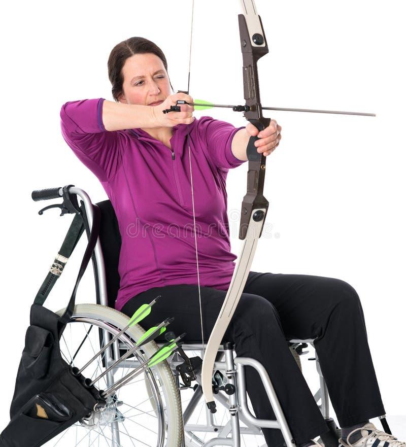 Για άτομα με ειδικές ανάγκες αθλητισμός με το τόξο στοκ εικόνα με δικαίωμα ελεύθερης χρήσης