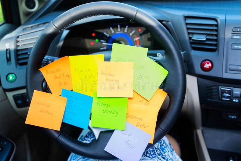 Για να κάνει τον κατάλογο σε ένα αυτοκίνητο στοκ εικόνες