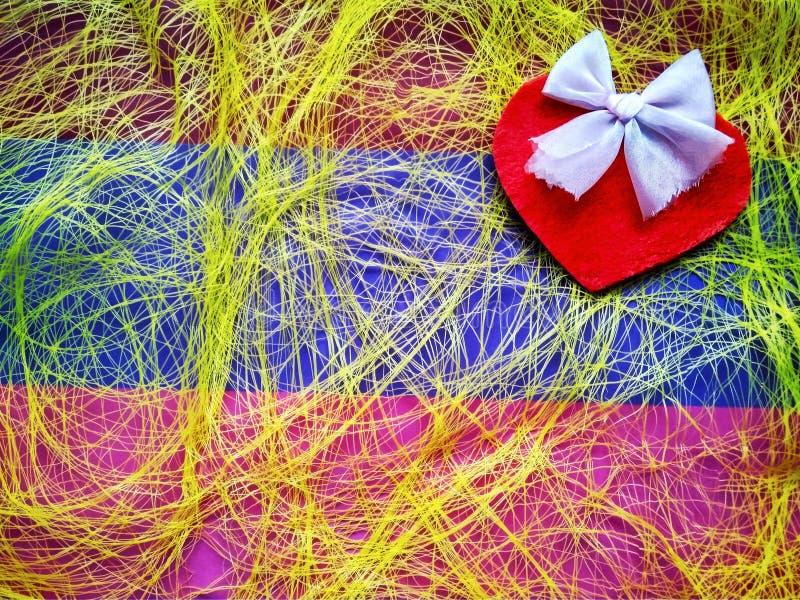 Για την ημέρα και τις καρδιές του ευτυχούς βαλεντίνου επιγραφής ημέρας του βαλεντίνου στοκ εικόνα