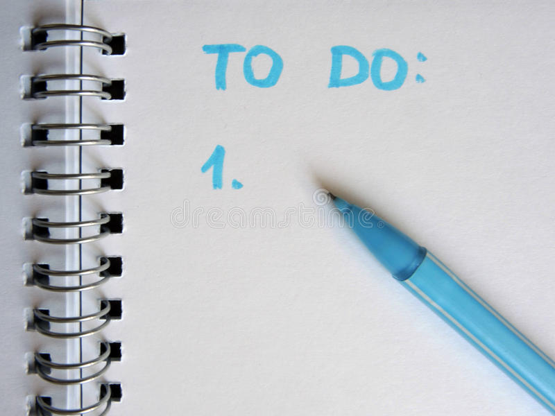 Για τον κατάλογο που γράφεται να κάνει σε χαρτί στοκ εικόνα