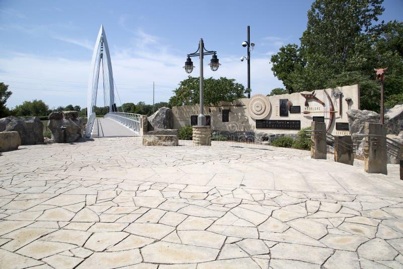 Για τους πεζούς άποψη γεφυρών στο Wichita Κάνσας ΗΠΑ στοκ φωτογραφίες