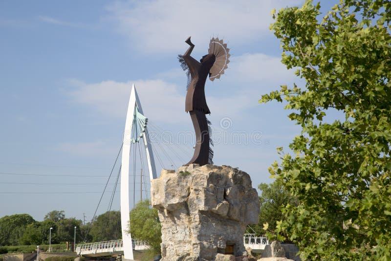 Για τους πεζούς γέφυρα και ο φύλακας της άποψης του Wichita Κάνσας πεδιάδων στοκ εικόνες