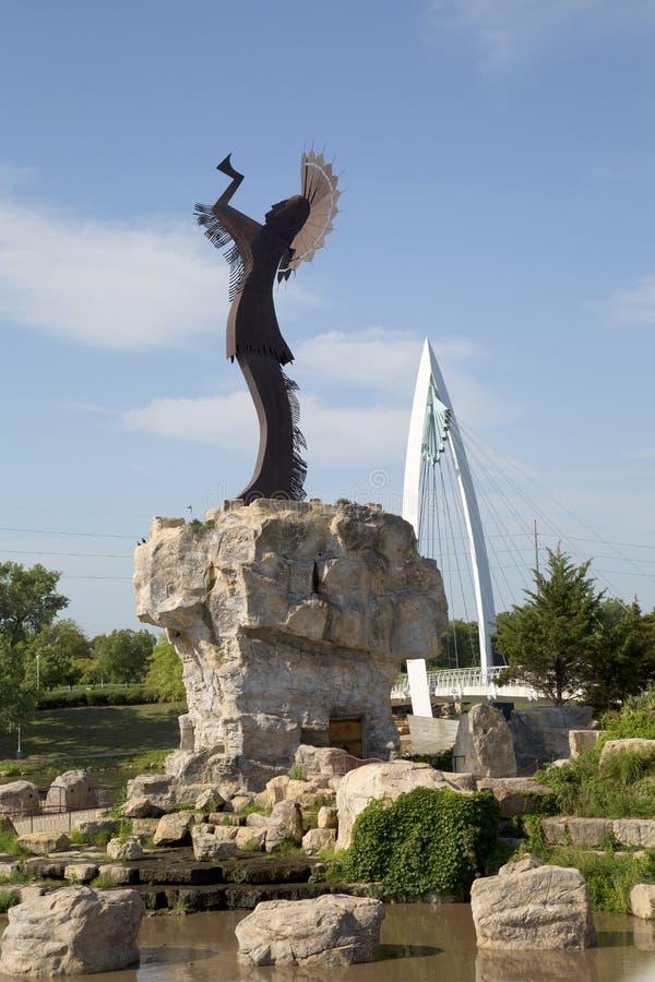 Για τους πεζούς γέφυρα και ο φύλακας της άποψης του Wichita Κάνσας πεδιάδων στοκ φωτογραφία