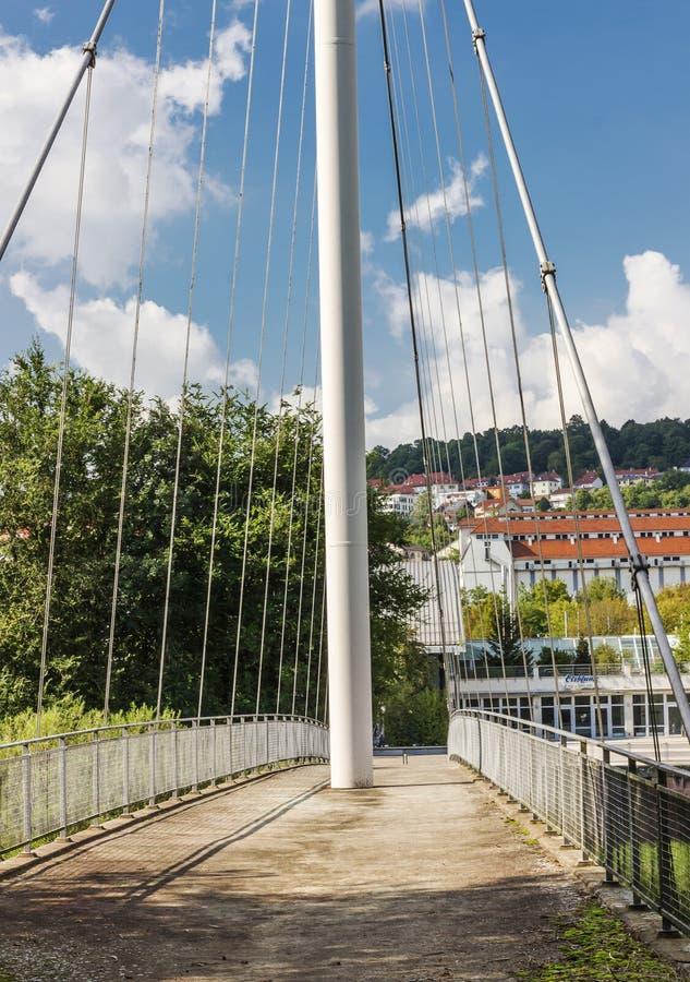 Για τους πεζούς γέφυρα πέρα από Enz στοκ εικόνες