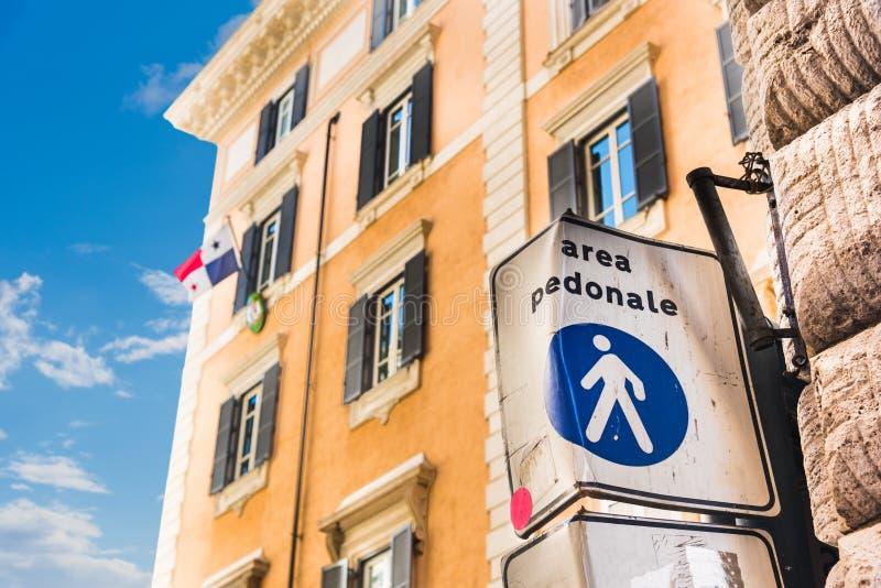 Για τους πεζούς σημάδι περιοχής Pedonale περιοχής στη Ρώμη στοκ φωτογραφία