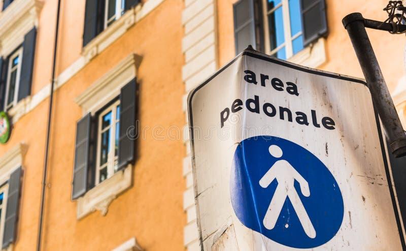 Για τους πεζούς σημάδι περιοχής Pedonale περιοχής στη Ρώμη στοκ εικόνα με δικαίωμα ελεύθερης χρήσης