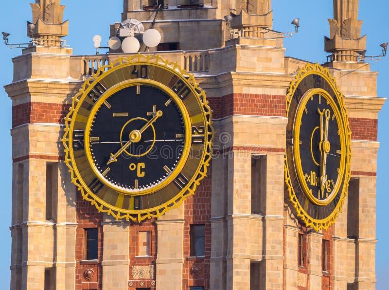 Γιγαντιαία ρολόγια πύργων του κρατικού πανεπιστημίου της Μόσχας στοκ εικόνες