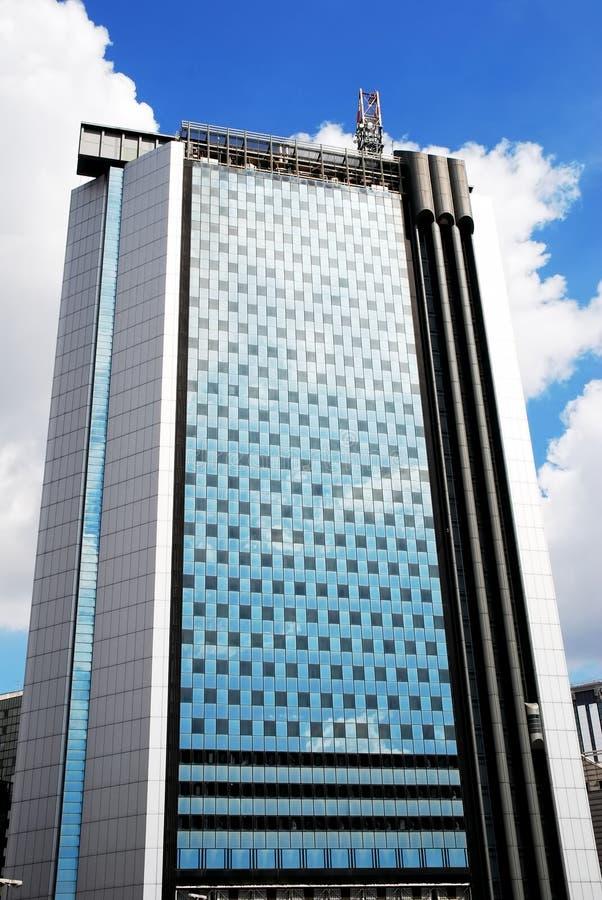 Γιγαντιαίοι ουρανοξύστες από κάτω από στοκ φωτογραφία με δικαίωμα ελεύθερης χρήσης