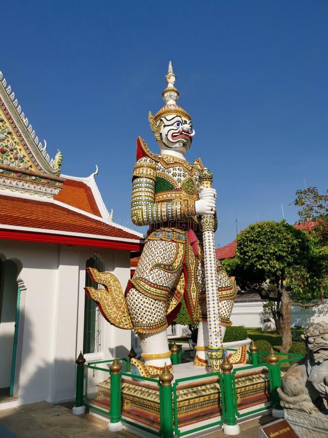 Γιγαντιαίος φύλακας στο Wat Arun στοκ εικόνες