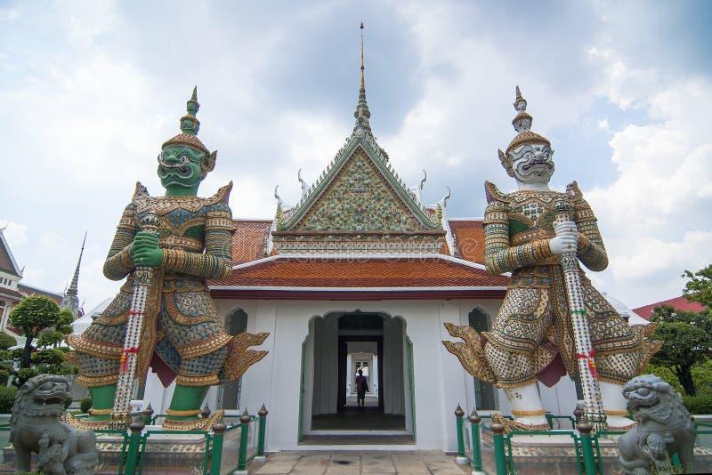 Γιγαντιαίος φύλακας δύο σε Wat Arun στοκ φωτογραφία με δικαίωμα ελεύθερης χρήσης