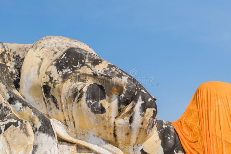 Γιγαντιαίο άγαλμα ξαπλώματος του Βούδα σε Wat Lokayasutharam στο histo στοκ φωτογραφία με δικαίωμα ελεύθερης χρήσης