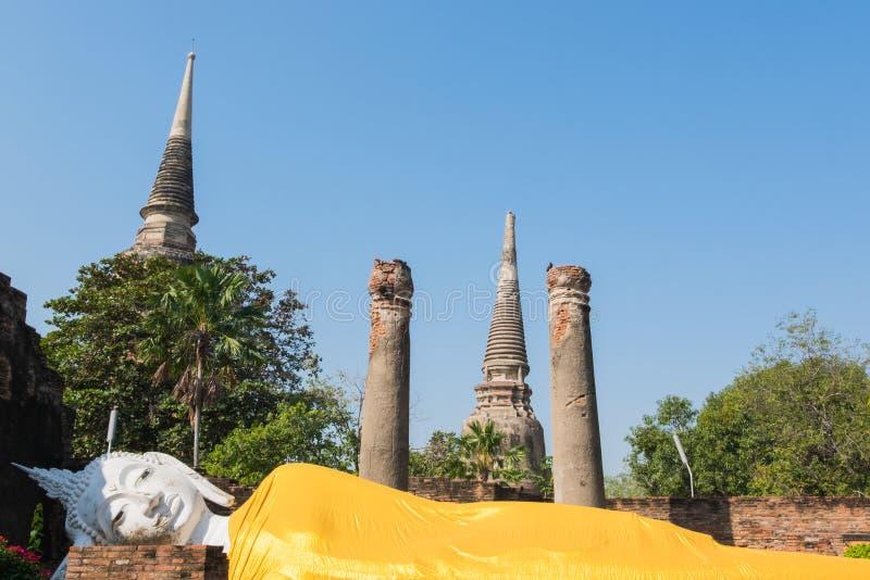 Γιγαντιαίο άγαλμα ξαπλώματος του Βούδα σε Wat Yai Chai Mongkhon, το hist στοκ εικόνες