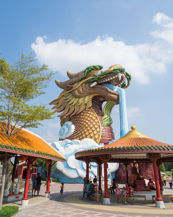 Γιγαντιαίο άγαλμα δράκων στοκ φωτογραφία με δικαίωμα ελεύθερης χρήσης
