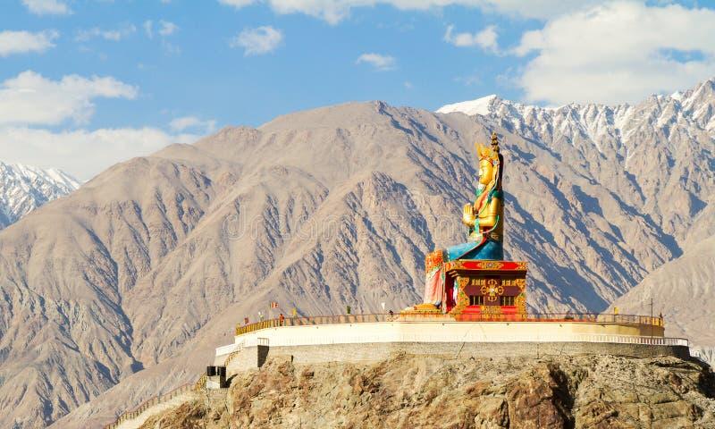 Γιγαντιαίο άγαλμα συνεδρίασης του Βούδα Maitreya στην κοιλάδα Nubra στοκ φωτογραφία