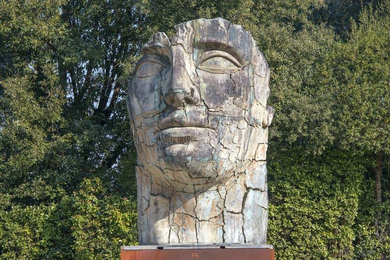 Γιγαντιαίο επικεφαλής γλυπτό στους κήπους Boboli στη Φλωρεντία στοκ εικόνες