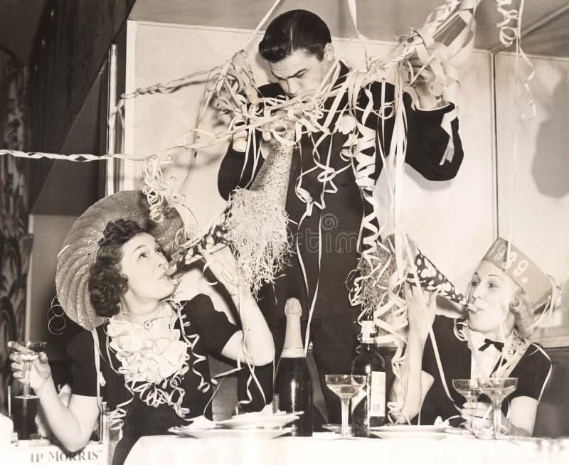 γιορτάζοντας νέο έτος στοκ εικόνα