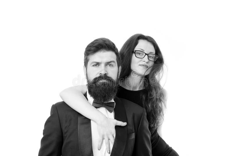 Γιορτάστε την επέτειο Ρομαντικά επίσημα ενδύματα ένδυσης ζευγών Ερωτευμένη ρομαντική ημερομηνία ζεύγους Αγκαλιά καταλόγων κάδων ζ στοκ εικόνα