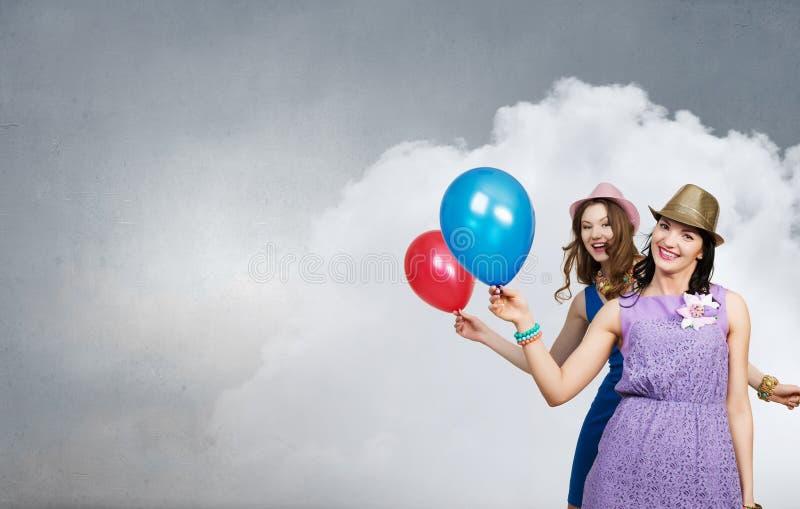 Γιορτάστε την επιτυχία ή την επέτειό τους Μικτά μέσα στοκ φωτογραφίες με δικαίωμα ελεύθερης χρήσης