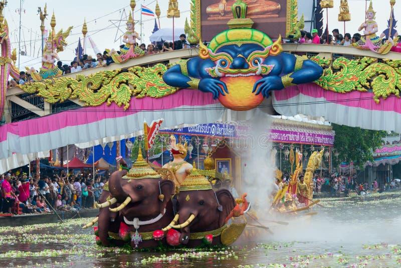 Γιορτή Λωτού για την Παρέλαση της Βάρκας Το τέλος της Βουδιστικής Παράδοσης της Νηστείας Wat Bangplee yai ναi τεμπλ στοκ φωτογραφία